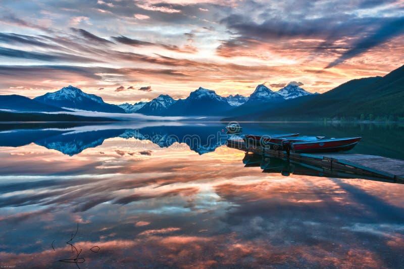 Wschód słońca jezioro McDonald obrazy stock