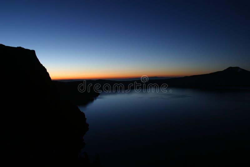 wschód słońca krateru jeziora. obrazy royalty free