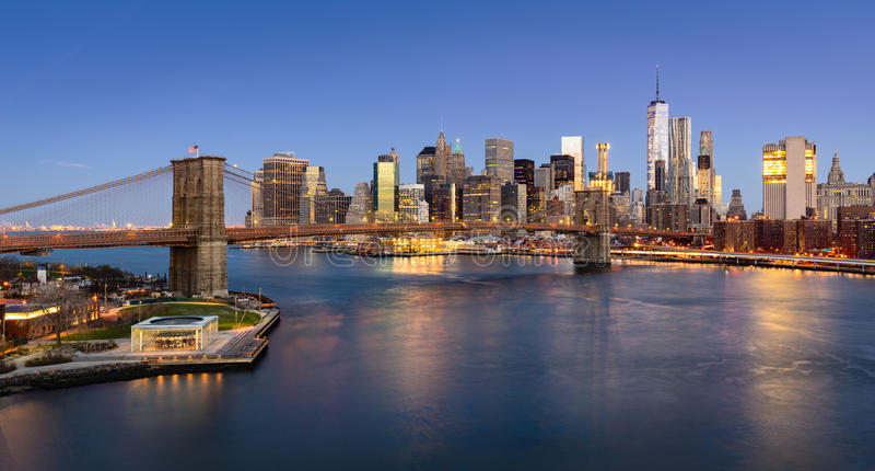 Wschód słońca na Manhattan Niskiej wschodniej części i moscie brooklyńskim fotografia royalty free