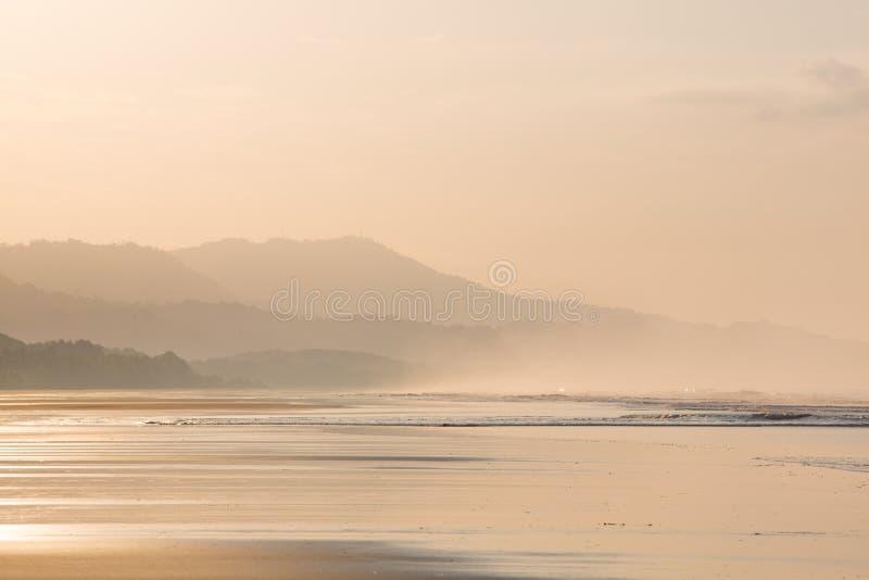 Wschód słońca na plaży Matapalo w Costa Rica zdjęcia stock