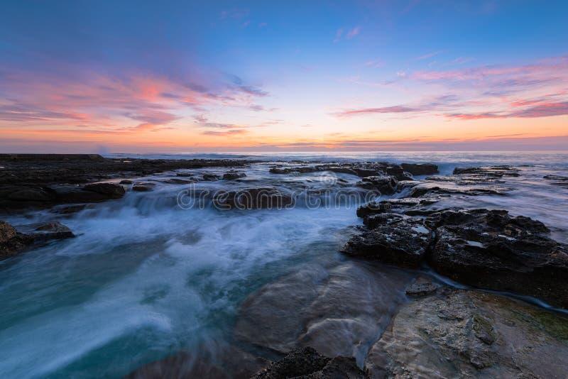 Wschód słońca na Prętowej plaży w Newcastle NSW Australia fotografia stock
