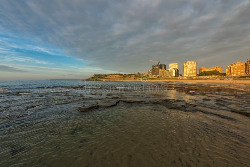 Wschód słońca na Prętowej plaży w Newcastle NSW Australia obrazy royalty free