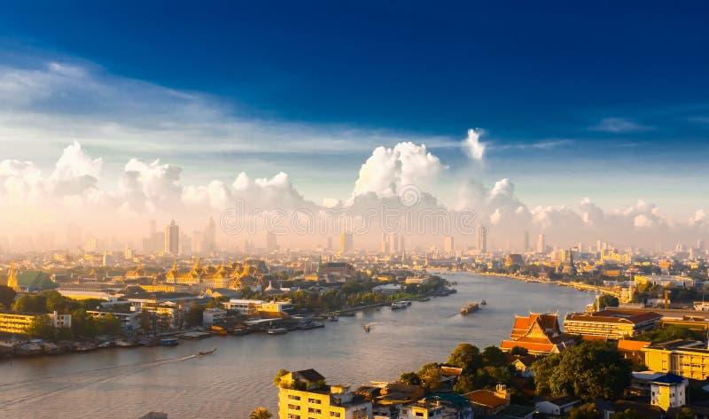 Wschód słońca nad Chao Phraya rzeką w Bangkok, Tajlandia zdjęcie stock