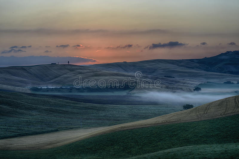 Wschód słońca nad Crete Senesi zdjęcia stock