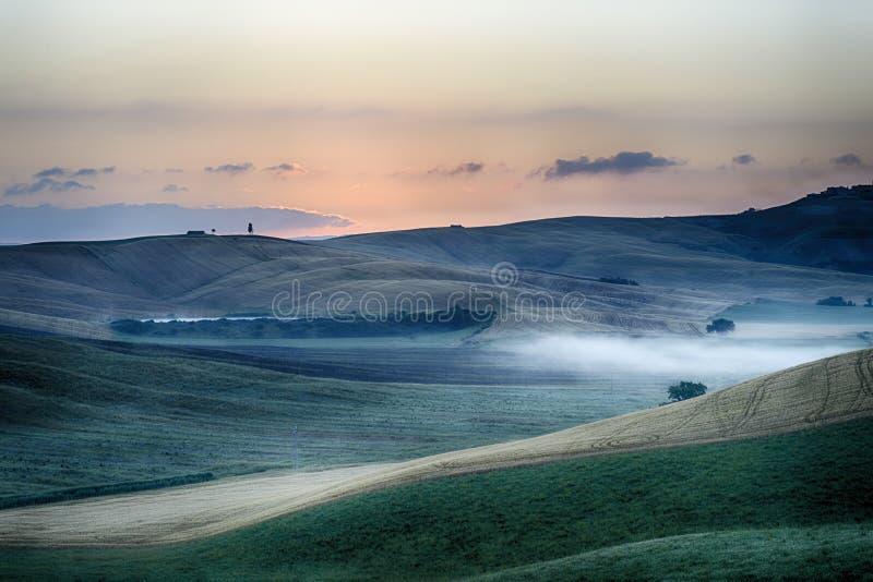 Wschód słońca nad Crete Senesi fotografia stock