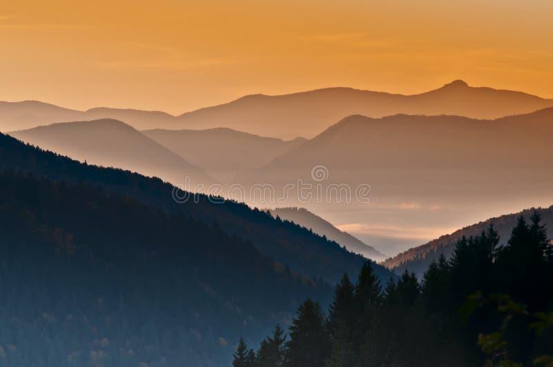 Wschód słońca nad górami fotografia royalty free