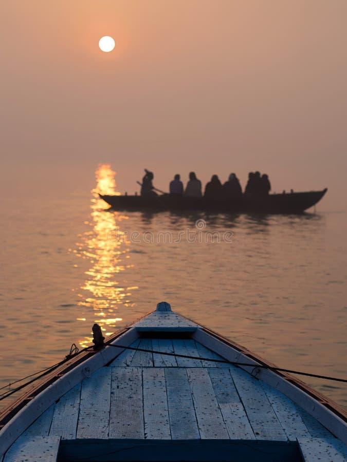 Wschód słońca Nad Ganges rzeką w Varanasi, Uttar Pradesh, India zdjęcie stock
