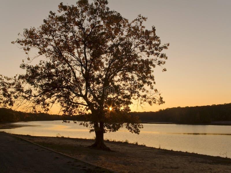 wschód słońca nad jeziorem zdjęcie stock