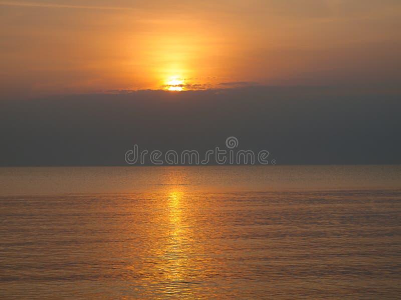 Wschód słońca nad morzem obraz stock