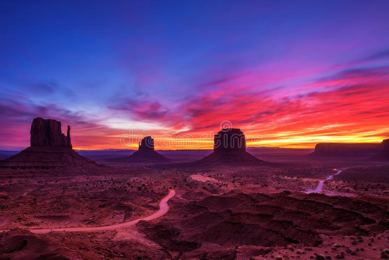 Wschód słońca nad Pomnikową doliną, Arizona, usa obrazy royalty free