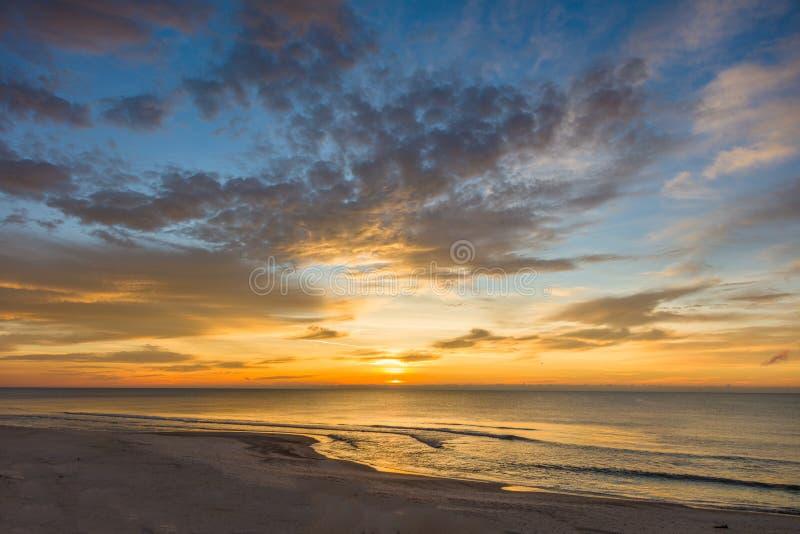 Wschód słońca nad zatoką meksykańską na St George wyspie Floryda obraz stock