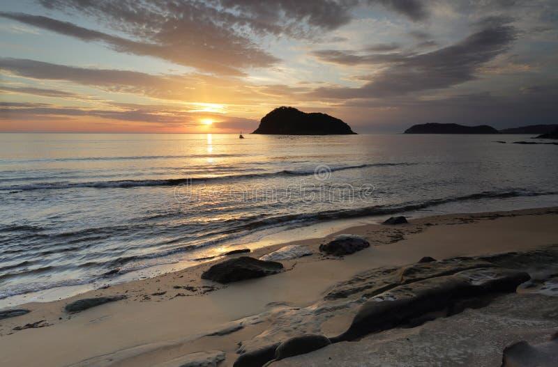 Wschód słońca od środek plaży obrazy royalty free