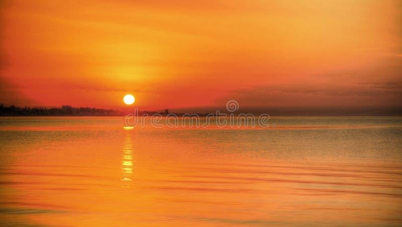 Wschód słońca panoramiczny widok Issyk-Kul jezioro, Cholpon-Ata, Kirgistan fotografia royalty free