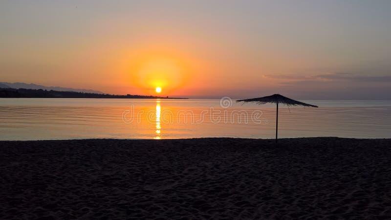Wschód słońca panoramiczny widok Issyk-Kul jezioro, Cholpon-Ata, Kirgistan zdjęcia stock