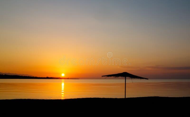 Wschód słońca panoramiczny widok Issyk-Kul jezioro, Cholpon-Ata, Kirgistan fotografia stock