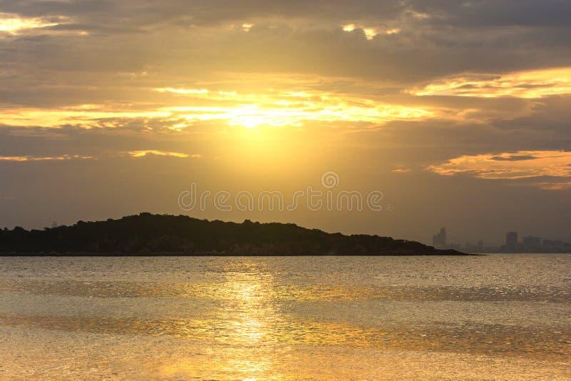Wschód słońca po środku wyspy zdjęcie royalty free
