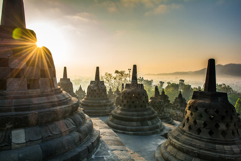 Wschód słońca przy Borobudur Buddyjską świątynią, Jawa wyspa, Indonezja zdjęcia royalty free