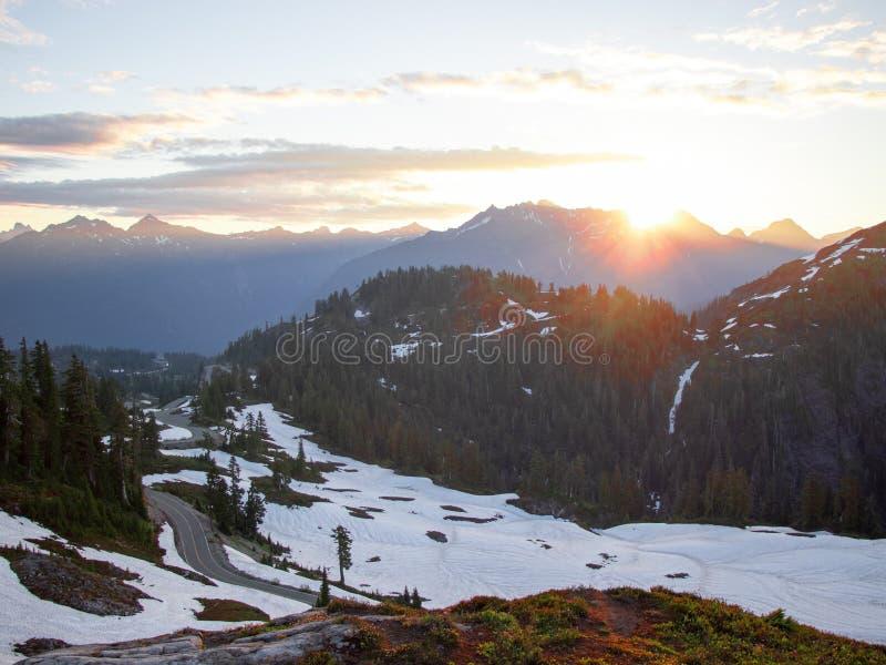 Wschód słońca przy góra piekarzem Waszyngton zdjęcia stock