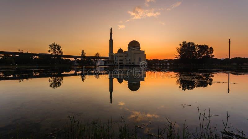 Wschód słońca przy jak meczetowego puchong, Malaysia zdjęcie royalty free