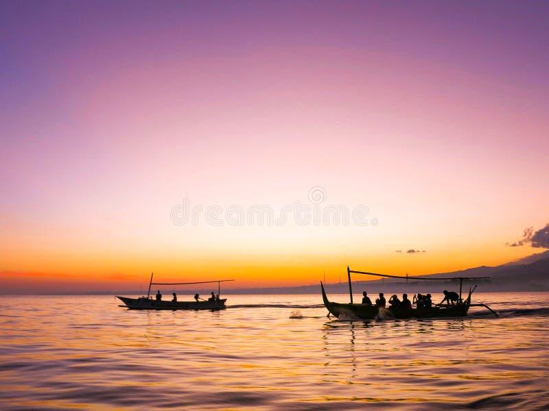 Wschód słońca przy Lovina plażą zdjęcie royalty free