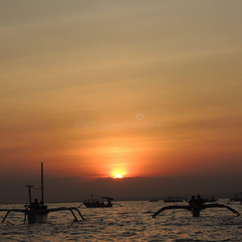 Wschód słońca przy Lovina plażą Bali Indonezja obraz royalty free