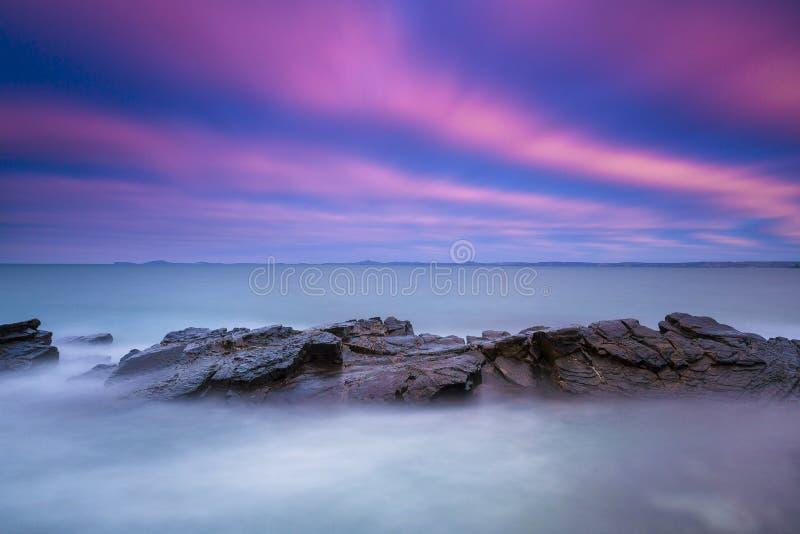 Wschód słońca przy Małą przystanią, Pembrokeshire, Walia obrazy royalty free