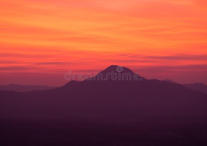 Wschód słońca przy Phu thok zdjęcie royalty free