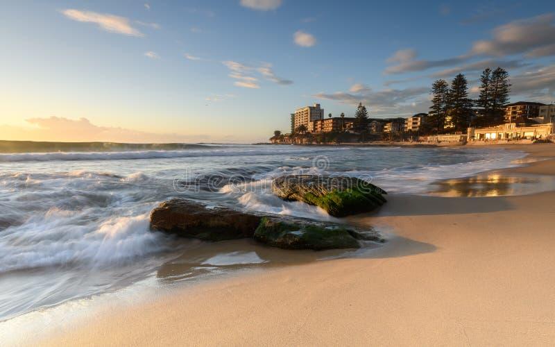 Wschód słońca przy Południową Cronulla plażą w Sydney zdjęcia royalty free