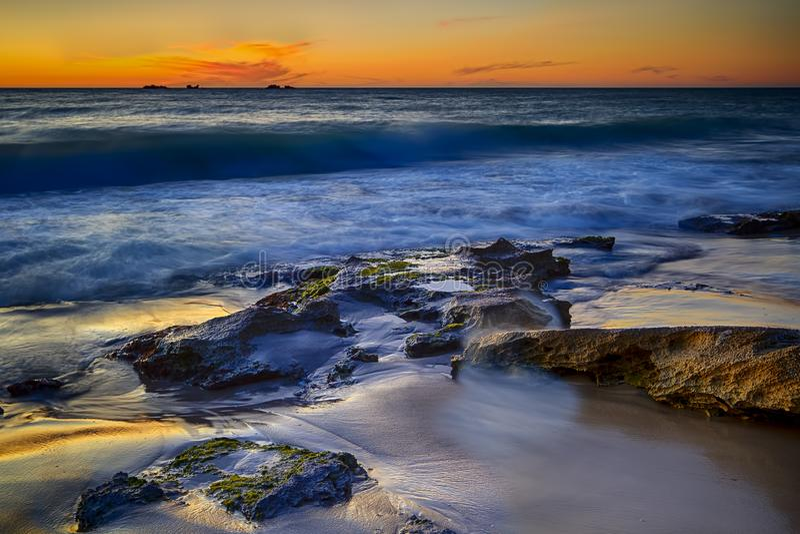 Wschód słońca przy punktem Arkwright, Coolum, Queensland zdjęcia stock