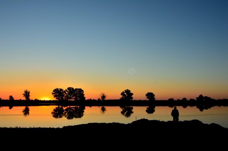Wschód słońca przy rzeką fotografia stock