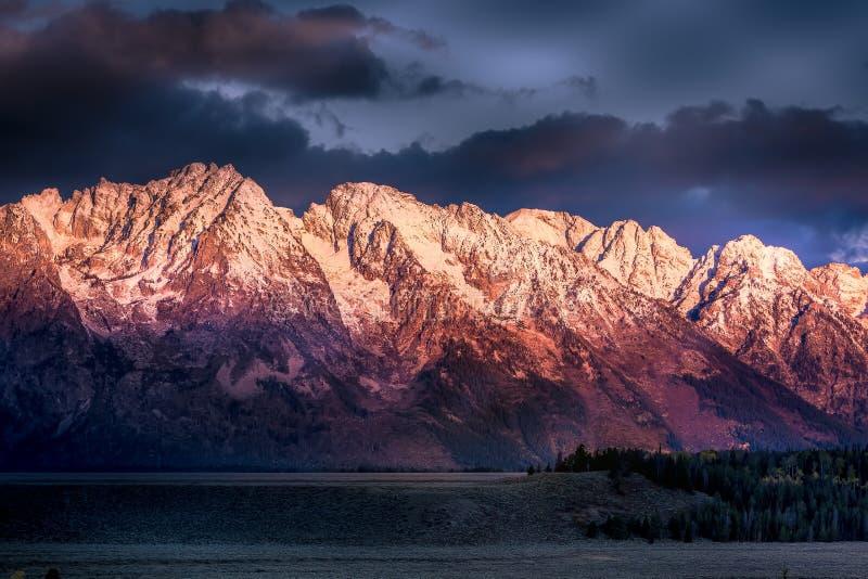 Wschód słońca przy Uroczystym Tetons obrazy royalty free