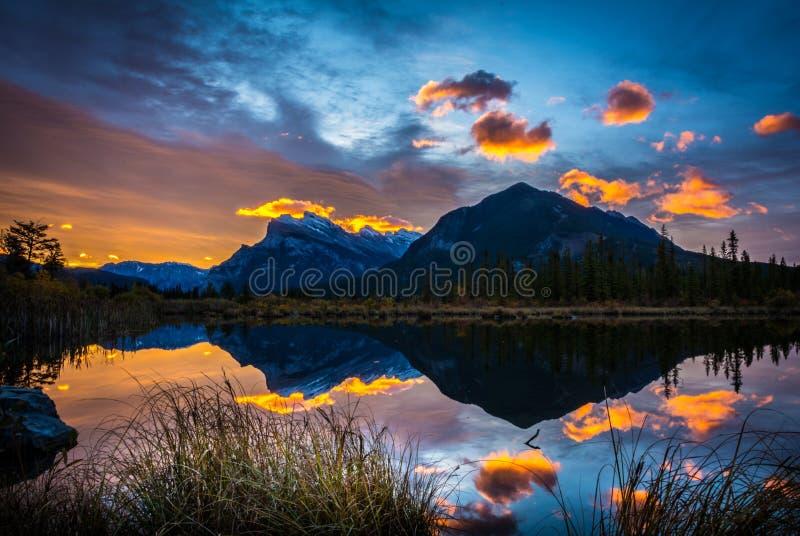 wschód słońca przy Vermilion jeziorem zdjęcia stock