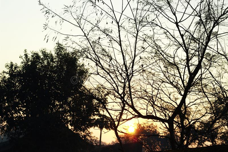 Wschód słońca przy wioska ranku widoku krajobrazem fotografia stock