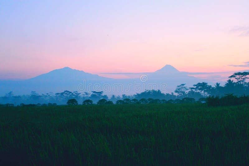Wschód słońca ranek jest dobrym wioską obraz stock