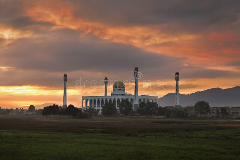 Wschód słońca Songkhla środkowy meczetowy Tajlandia fotografia stock