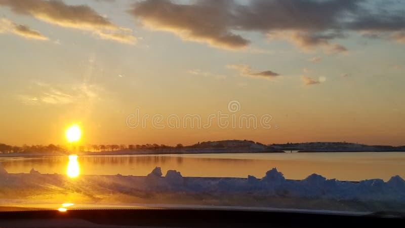 Wschód słońca wśród chaosu życie zdjęcia stock