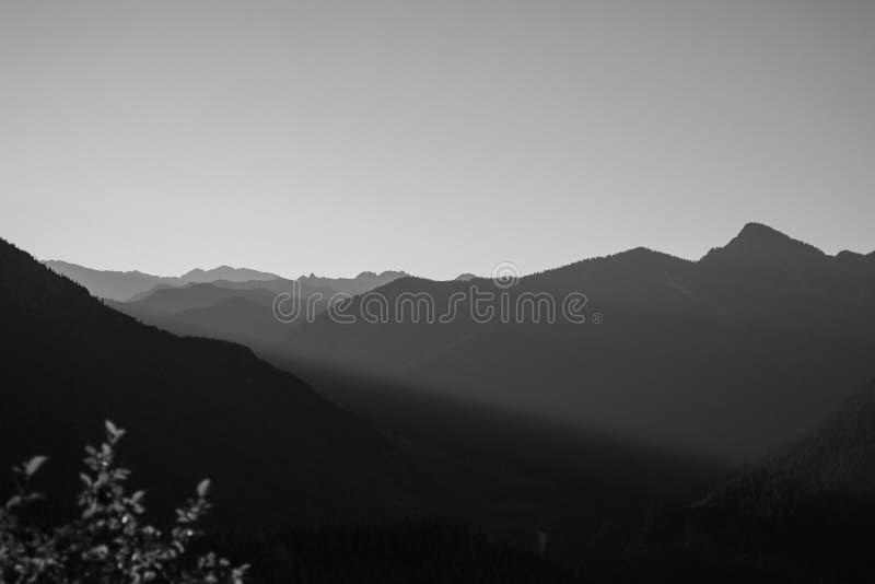Wschód słońca w czarny i biały, północ Kaskadowe góry, Waszyngton zdjęcia royalty free