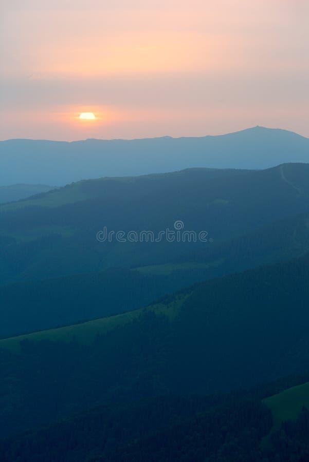 Wschód słońca w górach zdjęcie royalty free