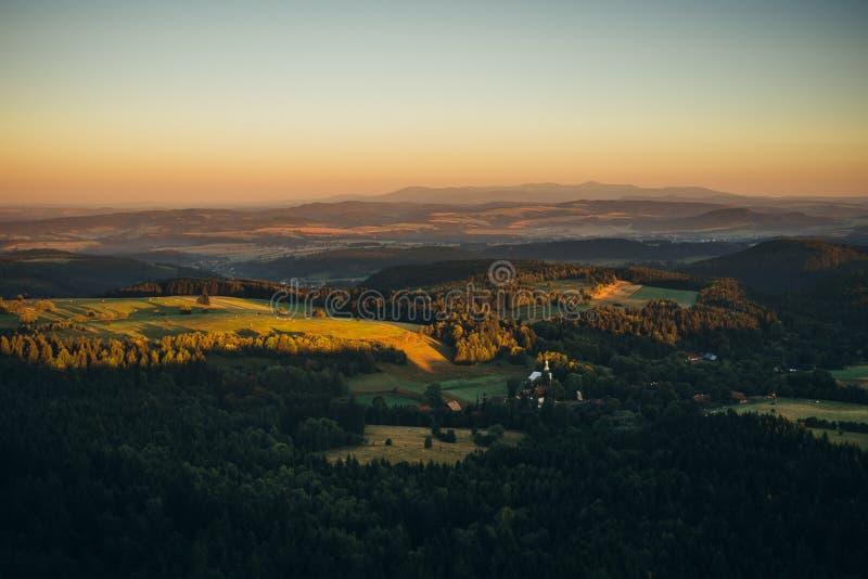 Wschód słońca w górach obrazy stock