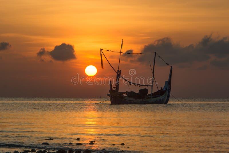 Wsch?d s?o?ca w jumiang pla?y, madura, wschodni Java, Indonesia zdjęcia royalty free