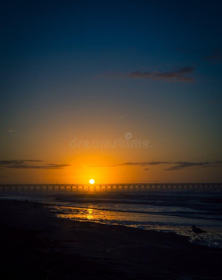 Wschód słońca w mirt plaży zdjęcie stock