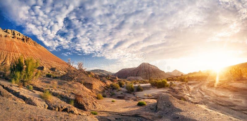 Wschód słońca w pustynnych górach zdjęcie stock