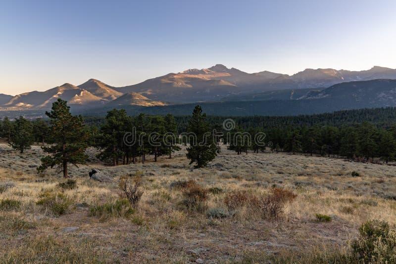Wschód słońca w Skalistej góry parku narodowym zdjęcia stock