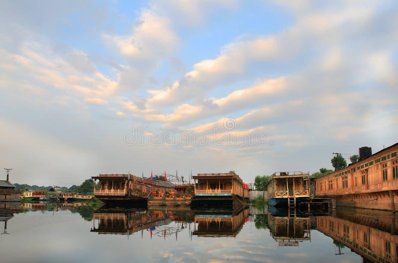Wschód słońca w Srinagar mieście (India) obrazy royalty free