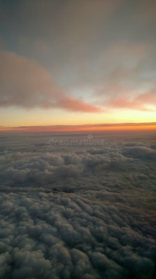 Wschód słońca z kołysanie się chmurami zdjęcie stock