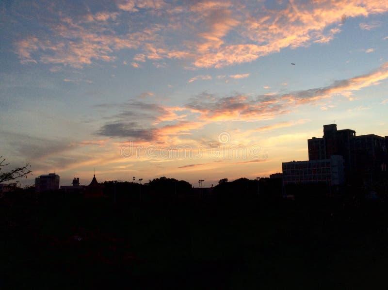 Wschód słońca z samolotem zdjęcie royalty free