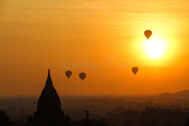 Wsch?d s?o?ca w Myanmar fotografia stock