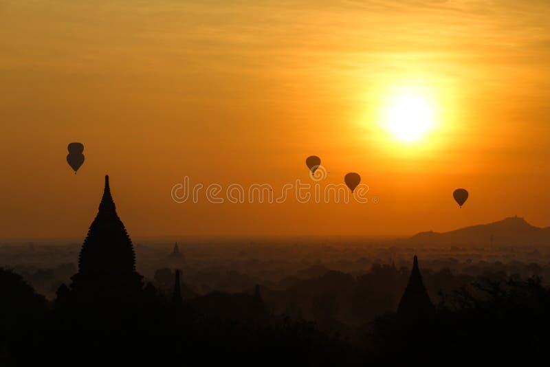 Wsch?d s?o?ca w Myanmar obraz stock