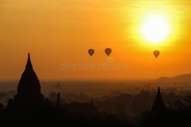 Wsch?d s?o?ca w Myanmar zdjęcie royalty free