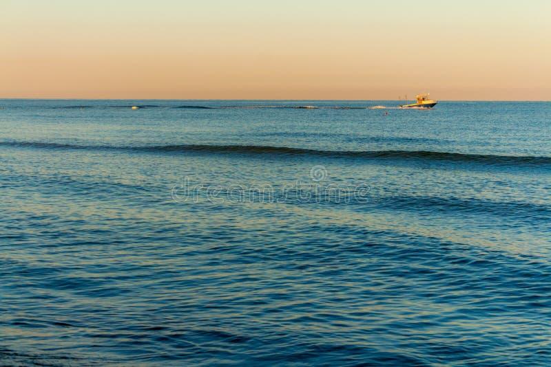 Wschodów słońca kolory przy morzem fotografia royalty free